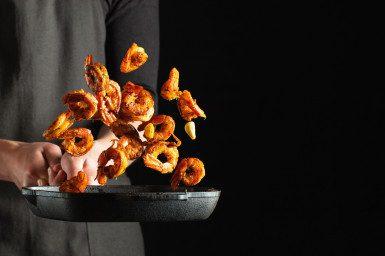 专业厨师准备虾海螯虾